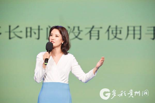 中央电视台节目主持人刘芳菲讲演手娟环保行动.jpg