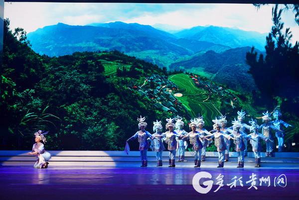 贵州民族舞蹈集萃表演《黔舞百韵》.jpg